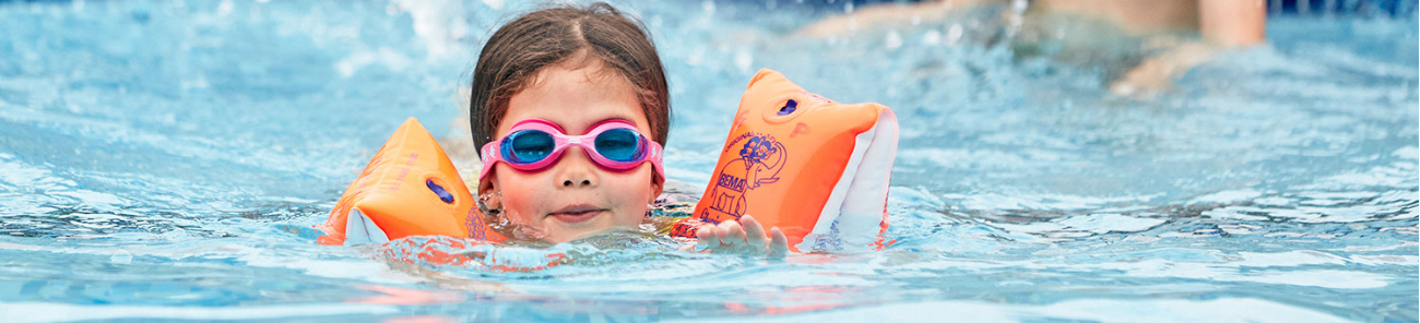 SuperCamps Child swimming